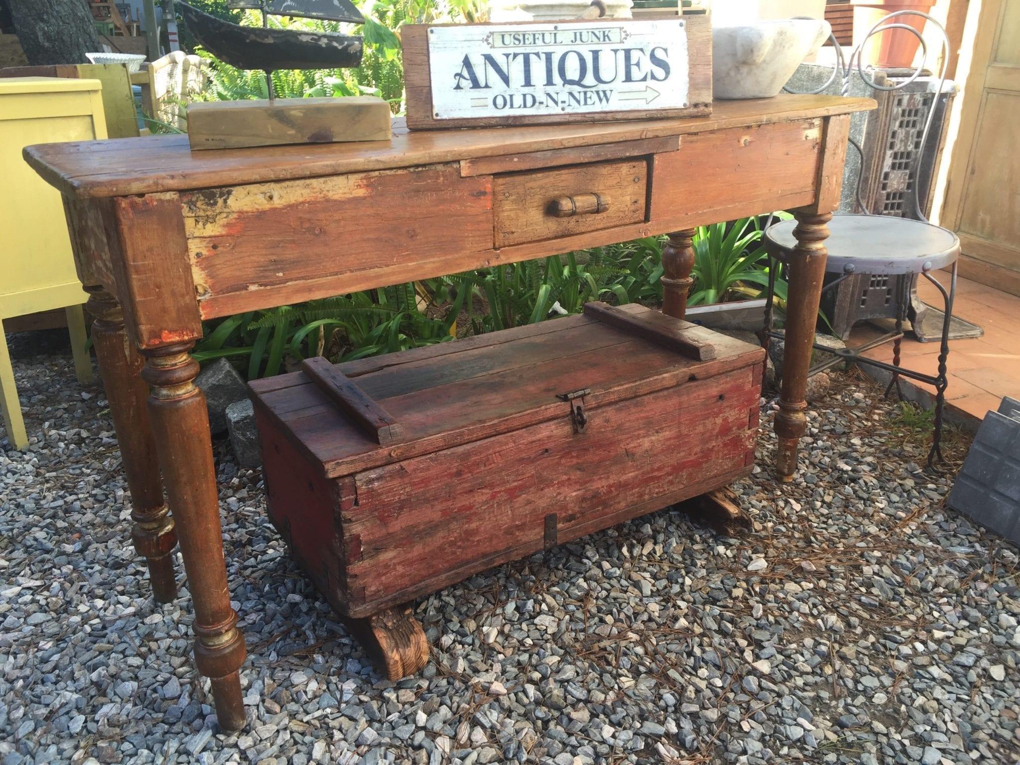 Recuperar muebles viejos cmo hacer estantes y estanteras for Restaurar muebles de madera viejos
